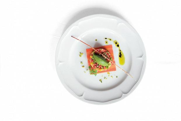 Овощной тартар с зеленым сорбетом