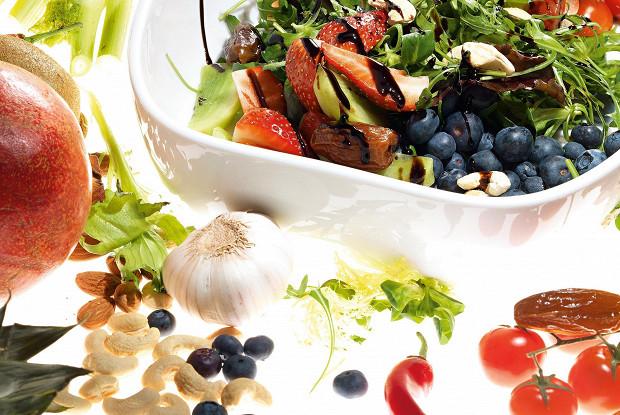 Салат с фруктами и овощами