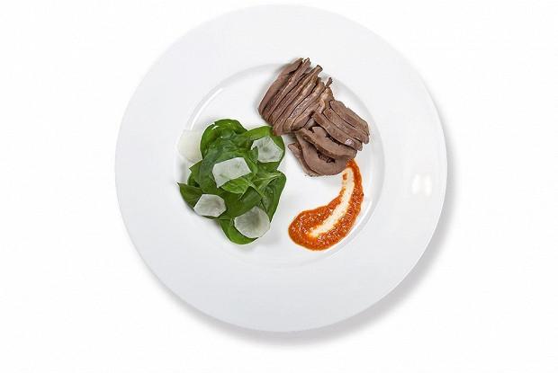 Конфит из бараньих сердец со шпинатом и топинамбуром