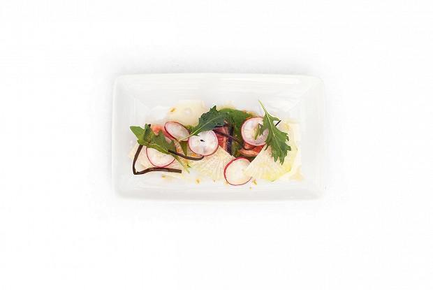 Маринованный лосось с морской капустой и мисо