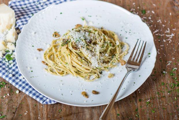 Паста с чесноком и оливковым маслом
