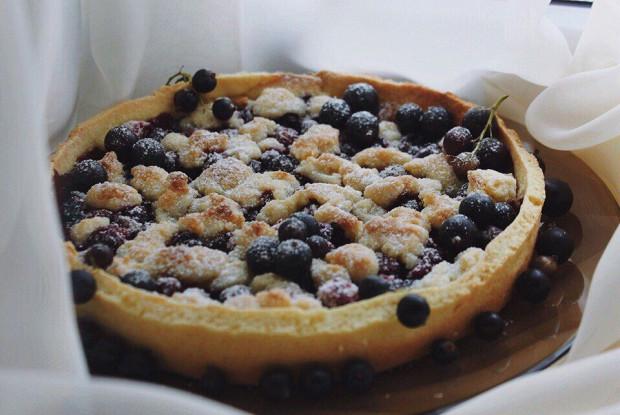 Пирог с ягодами на песочном тесте