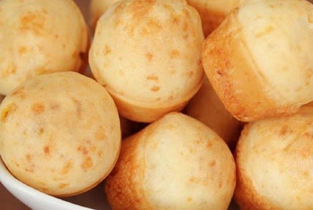 Безглютеновые маффины Пау ди кейжу с кусочками сыра