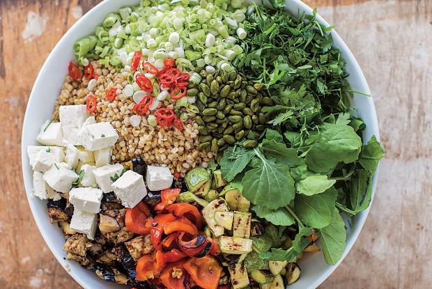 Каирский салат с перловкой и овощами-гриль