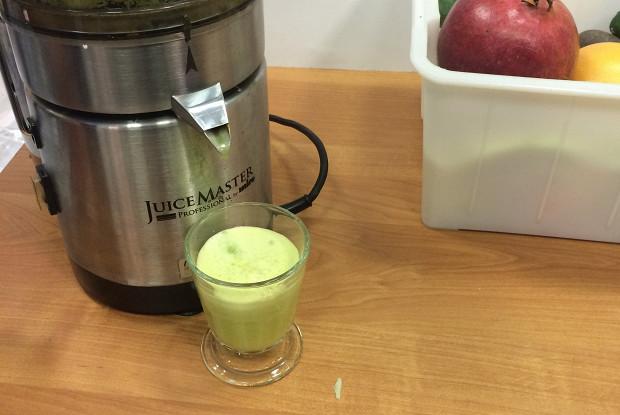 Зеленый сок с капустой