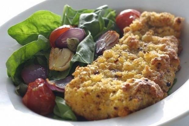 Филе трески с теплым овощным салатом