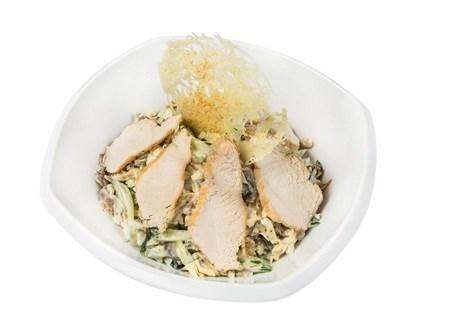 Салат «Лацио» cо свежими шампиньонами и обжаренным куриным филе