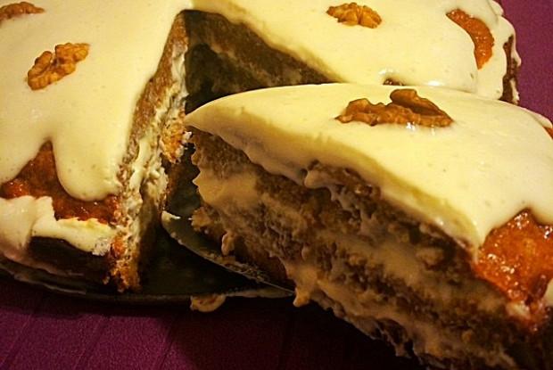 Пряный морковный торт со сметанным кремом