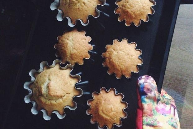 «Новогодние» кексы с мандаринами и грецкими орехами