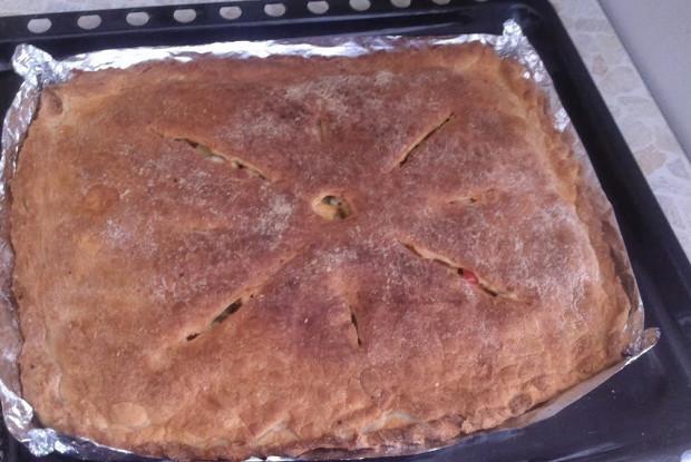 Пирог на готовом тесте с курицей, картофелем и болгарским перцем