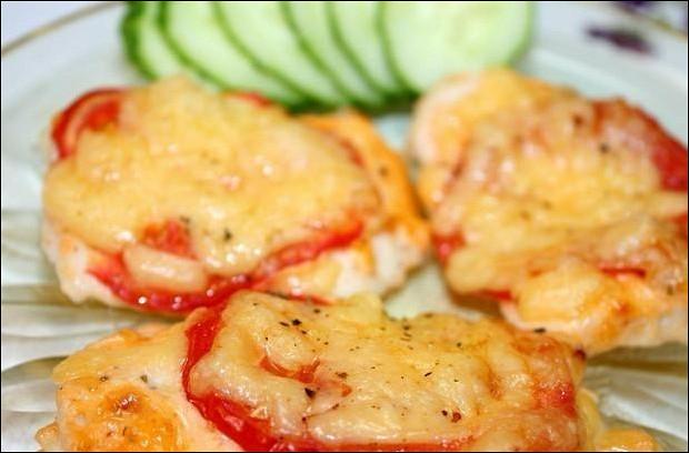 Филе под сыром с помидорами