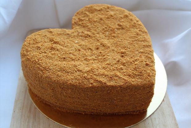 Торт «Медовик» с кремом из сгущенного молока