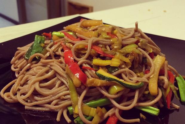 Постная азиатская лапша с овощами