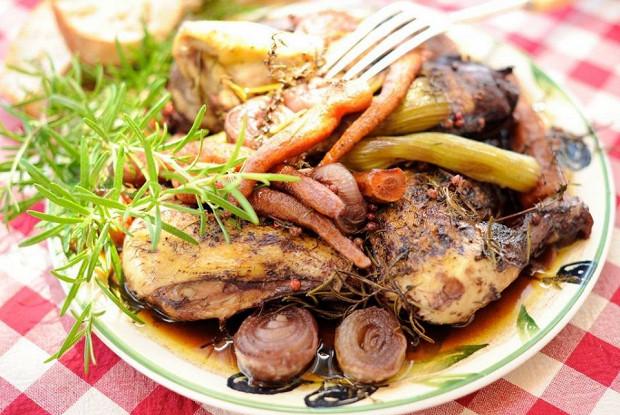 Курица в вине с грибами