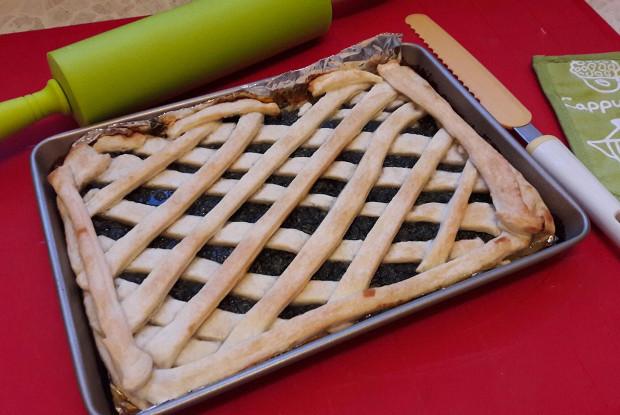 Пирог с щавелем из готового теста