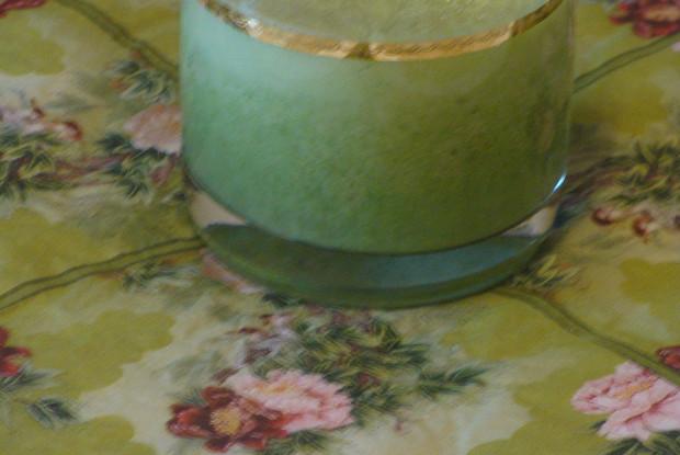 Зеленый коктейль на кумысе с шпинатом и огурцом «Сок жизни»