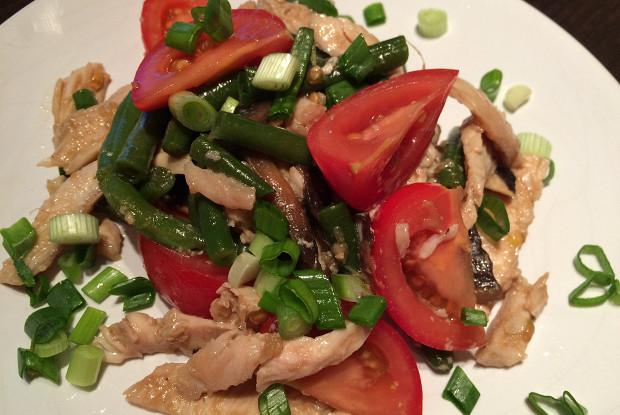 Салат из курицы, маринованной в имбире