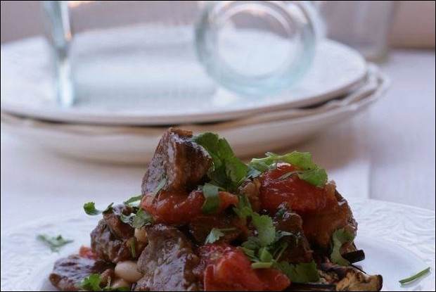 Баранина с овощами и нутом в марокканском стиле