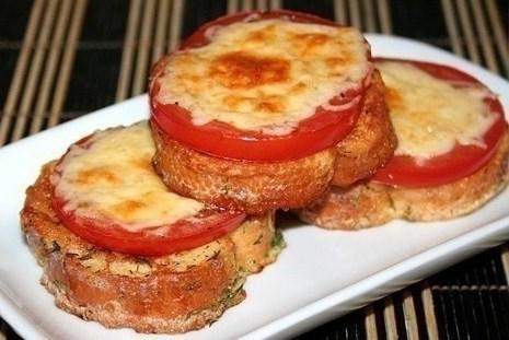 Гренки с помидорами и сыром на завтрак