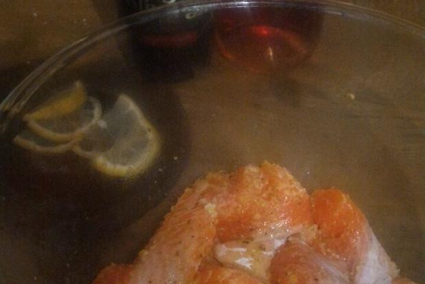 Радужная форель в вине со спаржей и гранатовым соком
