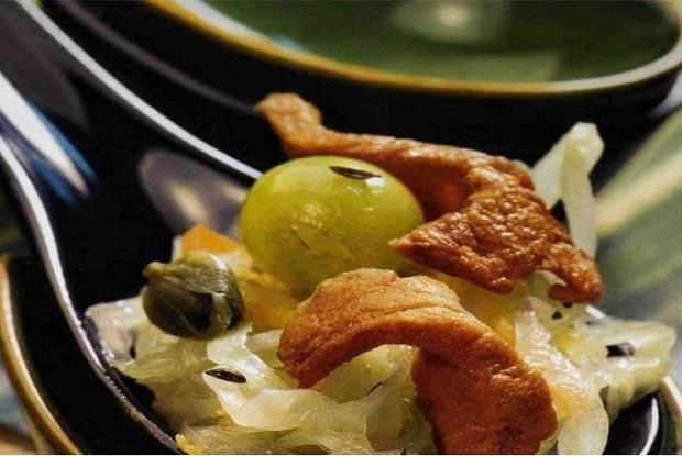 Салат с квашеной капустой и свининой