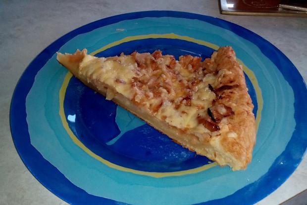 Миланский пирог с яблоками и луком