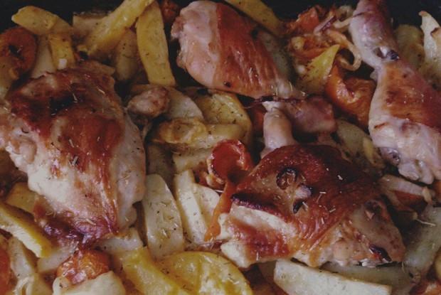 Маринованная в сметане курица в духовке