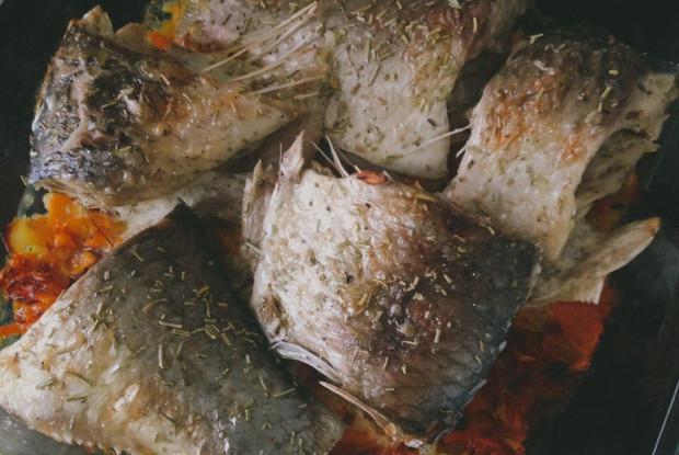 Карп, запеченный под сыром
