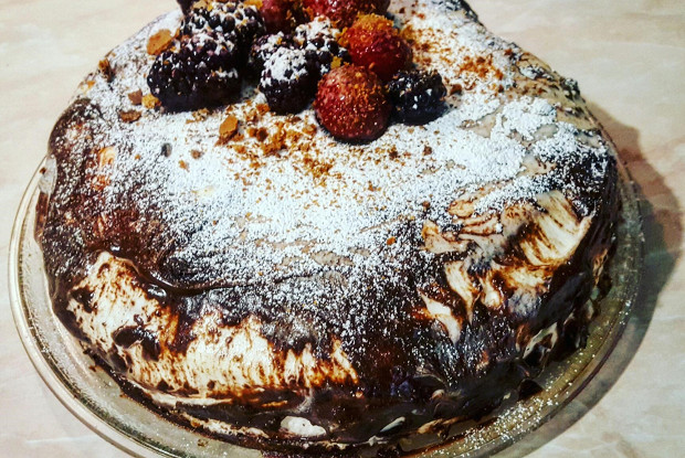 Бисквитный ягодный торт со сливочно-творожным кремом