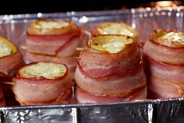 Картофельные бомбочки с сыром в беконе
