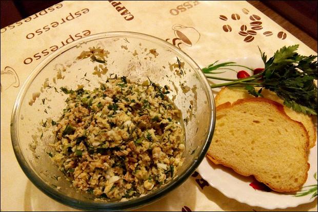 Салат с печенью трески