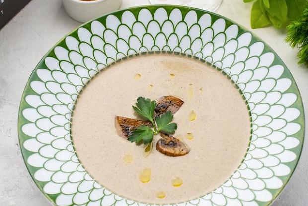 Крем-суп из грибов с сухариками