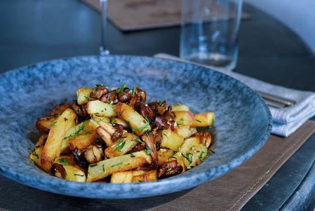 Жареная картошка с лесными грибами