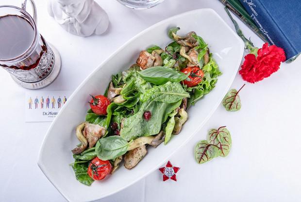 Салат со щавелем, цесаркой и грибами