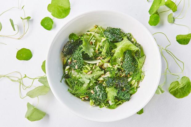Зеленый салат с семечками