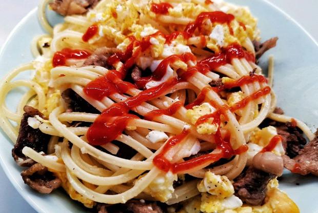 Оригинальные спагетти с беконом