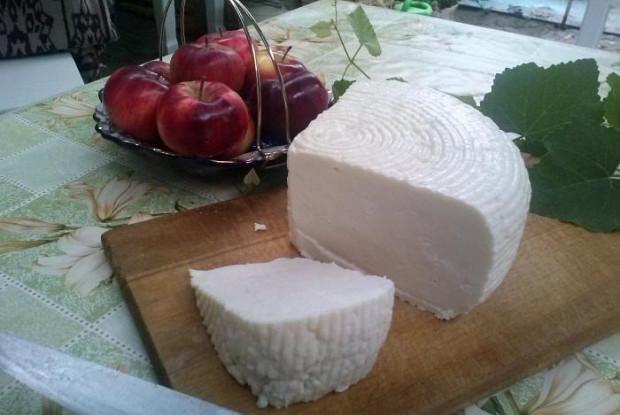 Салат с крабовым мясом и помидорами черри «Адыгейский»