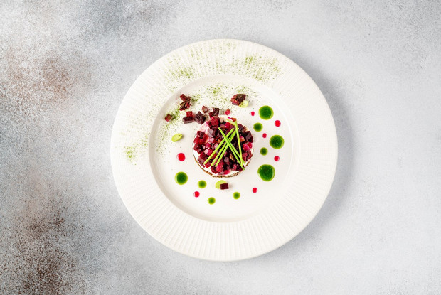 Салат из сельди со свеклой, сливочным сыром и хреном