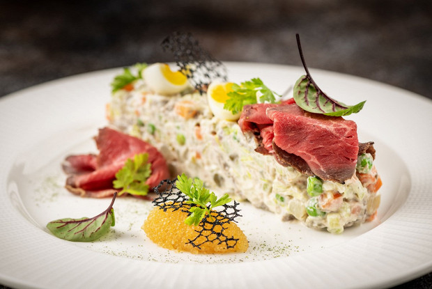 Русский салат с телятиной и щучьей икрой