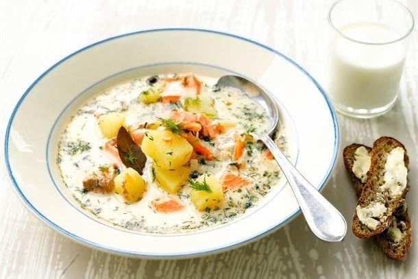 Традиционный финский сливочный суп с лососем (lohikeitto)