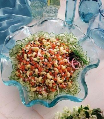 Салат из пасты с сельдереем и красным перцем