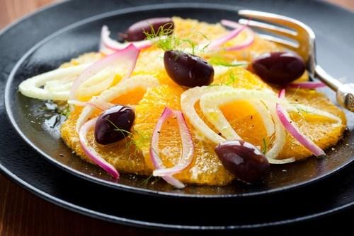 Салат из фенхеля с апельсинами и маслинами