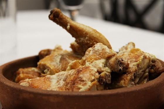 Цыпленок по-чкмерски (цыпленок в чесночно-молочном соусе)