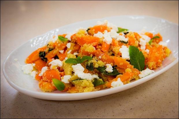 Теплый салат с печёной морковью