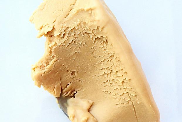 Мороженое с карамелизованным белым шоколадом