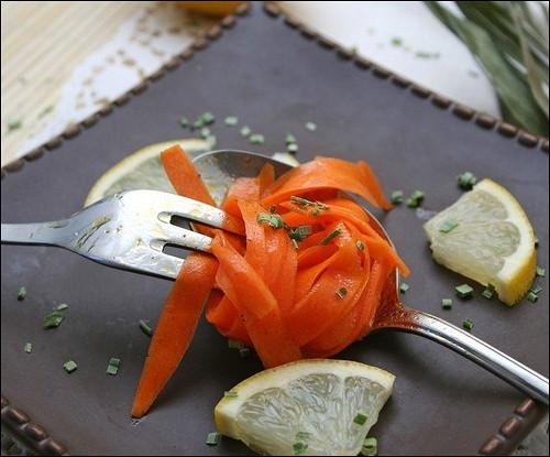 Лимонная морковь с зеленью