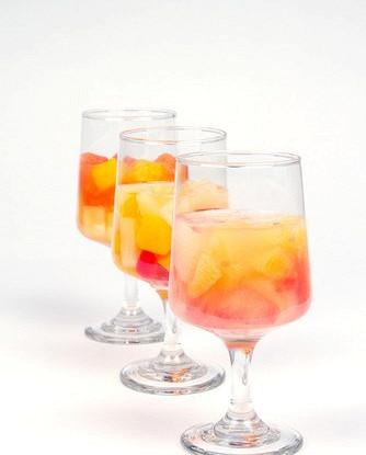 Персиковый кулер с белым вином