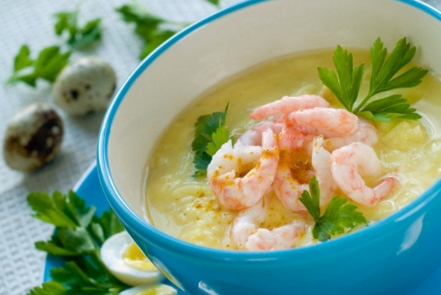 Сырный суп с креветками и кукурузой