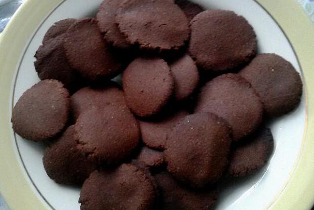 Шоколадное печенье из гречневой муки