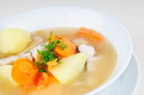 Суп из салаки с картофелем и зеленью